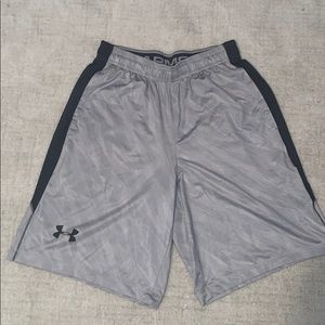 Men's small UA shorts